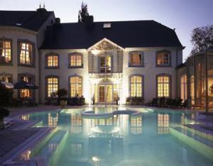 Le chateau des thermes chaudfontaine belgium for Chaudfontaine piscine