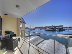 dolphin quay apartments in mandurah australia best. Black Bedroom Furniture Sets. Home Design Ideas