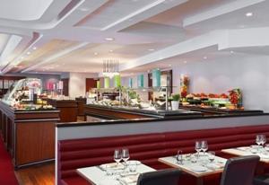 Hyatt regency paris etoile in paris france best rates guaranteed lets book hotel - Club med gym porte maillot ...