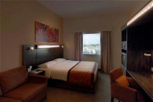 Holiday Inn Express Dubai Safa Park photo