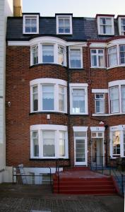 On Queens Parade Scarborough S North Bay This Non Smoking Family Run Guest House Has 5 Comfortable Rooms 3 With Panoramic Sea Views And Easy Access