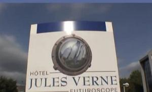 Hotel jules verne site du futuroscope chasseneuil du - Piscine jules verne tarif ...