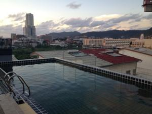 Hallo Patong Hotel photo