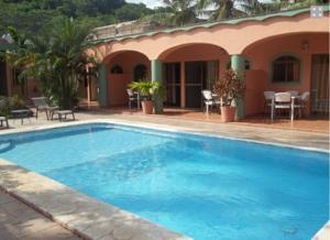 Bungalows las iguanas en los ayala mexico mejores for Bungalows villas del coral los ayala