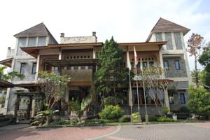 new ayuda hotel in puncak indonesia lets book hotel rh letsbookhotel com