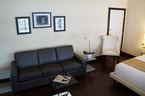 Lincoln Arms Suites photo