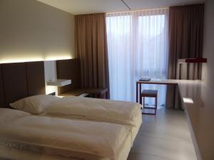 burns art cologne in keulen germany laagste prijsgarantie lets book hotel. Black Bedroom Furniture Sets. Home Design Ideas