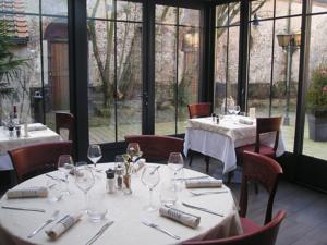 Le patio montreuil sur mer france lets book hotel - Restaurant le patio montreuil sur mer ...