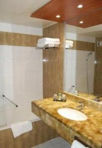 Hotel des congr s in villeurbanne france best rates for Top garage villeurbanne