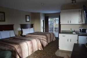 Canada's Best Value Inn & Suites photo