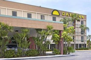 days inn clearwater st petersburg airport in pinellas. Black Bedroom Furniture Sets. Home Design Ideas