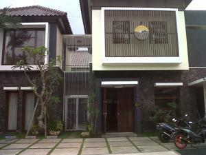 Omahkoe Guesthouse In Malang Indonesia Lets Book Hotel