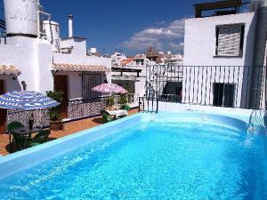 Apartamentos pepe mesa in nerja spain best rates for Pepe mesa nerja