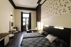Hostal Alhambra Suites