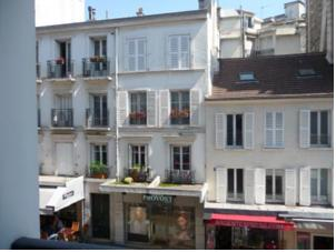 My Address in Paris - Appartement Lepic 9/2 in Paris, France - Lets