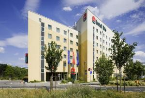 ibis hotel frankfurt city messe in frankfurt main germany best rates guaranteed lets book hotel. Black Bedroom Furniture Sets. Home Design Ideas