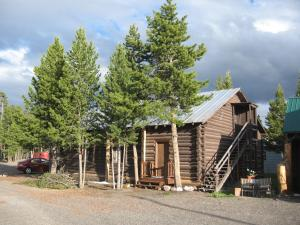 West yellowstone log cabin in west yellowstone usa best for Yellowstone log cabin hotel