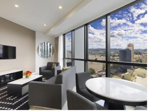 meriton serviced apartments herschel street in brisbane. Black Bedroom Furniture Sets. Home Design Ideas