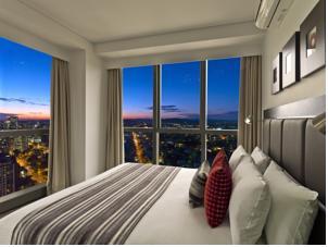 Meriton Suites Adelaide Street in Brisbane, Australia ...