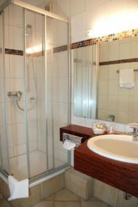 baynunah hotel drachenfels in konigswinter germany best rates guaranteed lets book hotel. Black Bedroom Furniture Sets. Home Design Ideas