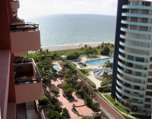 The Alexander Ocean Front Resort [Hotel] 1949487