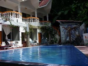 Hotel Coco Beach In Manuel Antonio