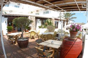 Hostal illes piti ses a sant ferran de ses roques spain lets book hotel - Formentera maggio bagno ...