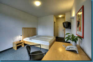 Hotel bon prix in br hl germany laagste prijsgarantie for Hotel bon prix