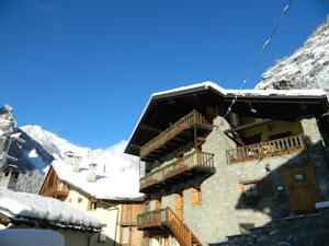 Residence cav emile rey in courmayeur italy best rates for Logis hotel meuble emile rey