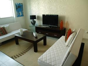 JLT Lake Shore in Dubai, United Arab Emirates - Lets Book Hotel