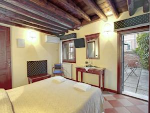 Garden Houses in Venice, Italy - Best Rates Guaranteed | Lets Book Hotel