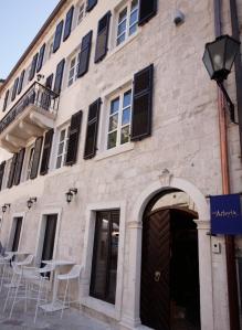 Boutique hotel astoria in kotor montenegro best rates for Boutique hotel kotor