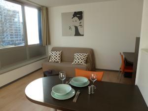 cosy home r sidence lyon villeurbanne villeurbanne france meilleurs tarif garantis lets. Black Bedroom Furniture Sets. Home Design Ideas