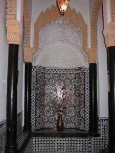 il dispose de 3 chambres spacieuses comportant un mobilier marocain traditionnel une salle de bains privative et la climatisation - Salle De Bain Marocaine Traditionnelle