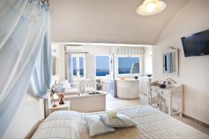 Santorini s balcony art houses 4
