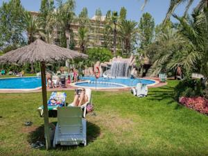 Click booking apartamentos jardines paraiso center in for Jardines paraisol salou