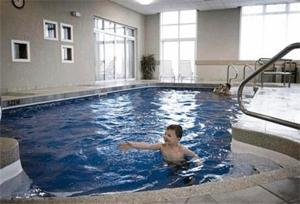 H tel quality suites drummondville drummondville canada for Club piscine drummondville