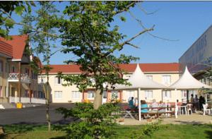 Just A 5 Minute Drive From The Ocean In Pas De Calais Region It Offers Private Tennis Court And Rooms Equipped With Free Wi Fi Access