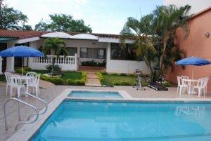 Hotel jardin del lago en cali colombia mejores precios for Casa de eventos jardin del lago cali