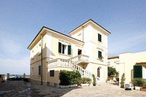 Villa liberty a san vincenzo italy migliori tariffe for Case in stile sci lodge