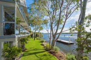 Rivergums Apartments In Noosaville Australia Lets Book Hotel