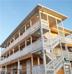 Boardwalk Hotel Charlee Apartments