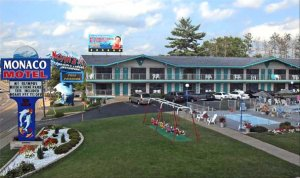 Located Next Door To Noah S Ark Water Park This Wisconsin Dells Motel Offers Guests A 40 Percent Off Admission The