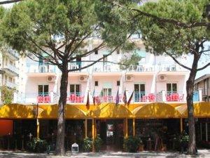 Hotel canova in lido di jesolo italy best rates for Designhotel jesolo