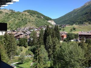 Condominio Colmet in La Thuile, Italy - Best Rates Guaranteed | Lets ...