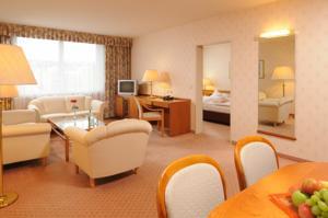 Overcrowed Hotel Room
