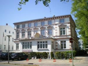 Haus troja pension katy in warnem nde germany lets for Warnemunde hotel pension