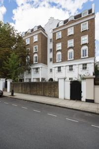 Three Bedroom Apartment in Bayswater