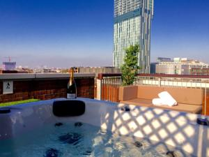Deansgate Rooftop Hot Tub In Manchester Uk Lets Book Hotel