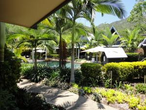 Offering an outdoor pool Canopy Chalets is located in Nelly Bay 3.2 km from Magnetic Island National Park. Free private parking is available on site. & Canopy Chalets in Nelly Bay Australia - Best Rates Guaranteed ...